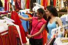 Varejo se recupera e reflete precariedade do mercado de trabalho, diz IBGE